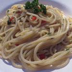 Ein Gedicht von Spaghetti Aglio e olio ai peperoncini, das auch sonstige Pasta-Muffel überzeugt!