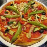 Erst einmal gut und lecker mit Pizza stärken!