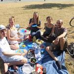 gudd Veggie-Gess und gudd Gesellschaftsspiel - eine einfach unschlagbare Kombination, vor Allem bei dem lauschigen Sommerwetter!