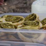 Pikante Blätterteig-Schnecken mit Basilikum-Pesto-Füllung