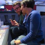 Da wir den beiden nicht in die Karten schauen wollten, können wir leider nicht sagen, was die beiden hier so amüsiert.