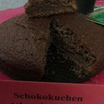 Und hier eine kleine Auswahl aus dem süßen Buffet: Was wäre denn eine Feier ohne einen Schokoladenkuchen?