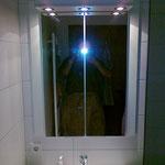 Badschrank auf Maß angefertigt - mit Licht im Baldachin
