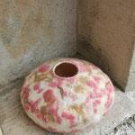 """Galet """"Cerisier"""" H : 10cm et  Ø : 5 cm en laine mérinos et soie. Pièce unique"""
