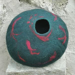 """Galet """"Koï"""" H : 12 cm et  Ø : 5.5 cm en laine mérinos et soie. Pièce unique"""