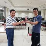 藤沼選手(神戸大学)への野口杯授与