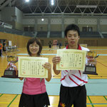 男子シングルス優勝 荒木亮選手(広島大学)、女子シングルス優勝 梅村選手(静岡県立大学)