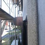 Fenstermontage auf der Außenwand in Dämmebene.