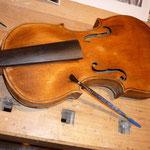 Renovierung einer alten Geige, Status: nach dem überschleifen und abtönen