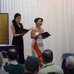仲入りにはオペラ歌手2 名と ピアニスト1 名が客演。蝶々夫人をはじめとするオペラを2曲と 日本の詩を歌われ、最後は参加者全員で「ふるさと」 を合唱しました。