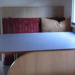 Sitzbank mit Tisch