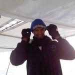 Ja, es war kalt aber so schlimm war es doch nicht. Maher macht sich nur bereit für das Schweizer Schoggispiel. :-)
