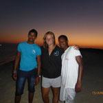 Simi, unsere (nicht mehr so ganz neue Tauchguidin) mit unseren jüngsten Seemännern