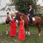 Braut und Bräutigam mit Brautjungfern