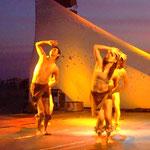 Bailarines de la compañía Eptea en 'Posorja... Espuma de mar'.