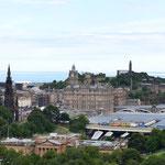 Rundblick vom Edinburgh Castle - rechts hinten: Nelson Statue