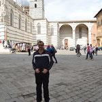 Vor dem Dom in Siena