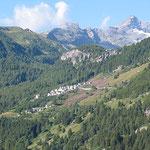 Blick bei Pianazzo von der Schattenseite zur anderen Talseite.
