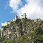 Blick von Klausen hinauf zum Kloster Säben