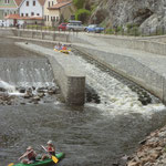 Wassertreppe für die Boote auf der Moldau