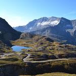 In vielen Kurven hinauf zum Col de Nivolet