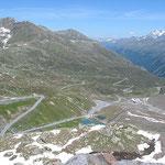 Kurvig zieht sich die Mautstraße über 26 km bis zum Gletscherrestaurant Weißsee.