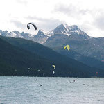 Kitesurfer am Silvaplana See.