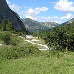 Nach kurvenreicher Fahrt wieder auf österreichischem Boden - am Ahornboden.