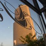 ACT tower di fronte al ristorante