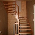 TISCHER Tischlerei: NUR-HOLZ-Haus Treppe zum OG