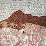 """Littéraire. Coussin """"Chaîne des Puys"""" de l'atelier """"Le Quilt émoi""""."""