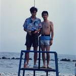 学生時代は海(左が私/右は現在沖縄在住の親友)