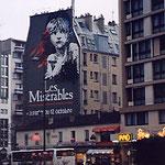 フランス・パリ・外壁広告