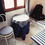 サントリーニ・ポートフィラH・室内椅子