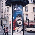 フランス・パリ・広告塔