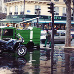 フランス・パリ・うんこ清掃車
