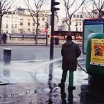 フランス・パリ・うんこ洗浄