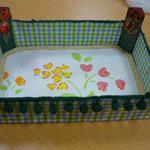 Caja o bandeja multiusos con caja de fresas