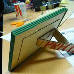 Trasera de marco realizado con cartón y cartón ondulado reciclados