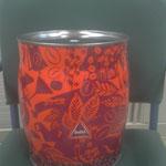 Tambor o papelera con lata de café