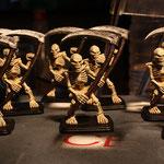 Kunstvoll bemalte Skelettkrieger