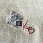 Stick auf Bademantel (9,8 x 8,9 cm mit 13.994 Stichen: 1,50 + 14 x 1,20 = 18,30 € brutto)
