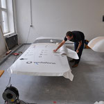 3D-Verklebung auf einem Holzkörper für eine Werbeinstallation