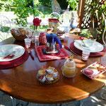 Nett gedeckter Tisch