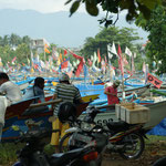 Boote am Strand von Pangandaran