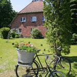 Garbers Hof Undeloh - Blick vom Garten auf den Hof