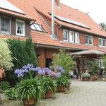 Garbers Hof Undeloh - Blick vom Hof auf das Haus