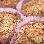 Paleo Nuss Muffins mit Kokos und gehackten Mandeln