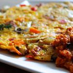 Gemüse-Omelett mit Paprikacreme
