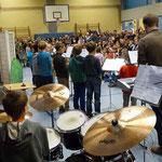 Unser Drummer Nico hat alle(s) genau im Blick.